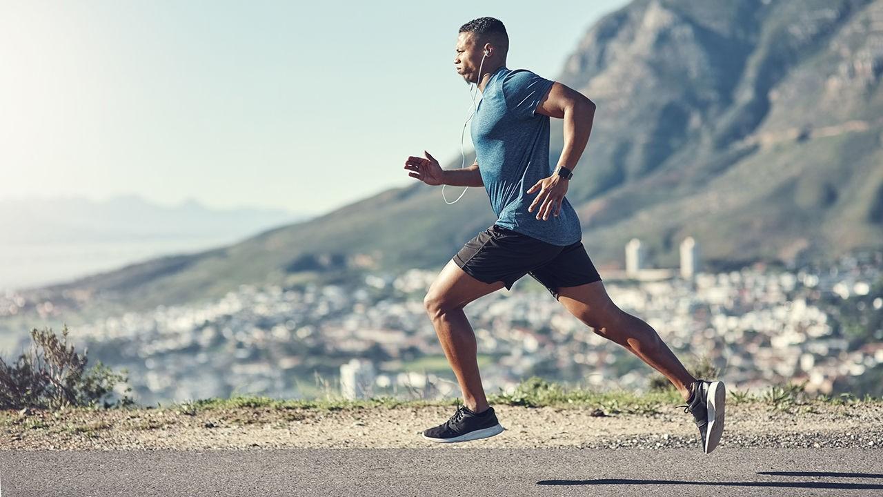 homme qui fait du running