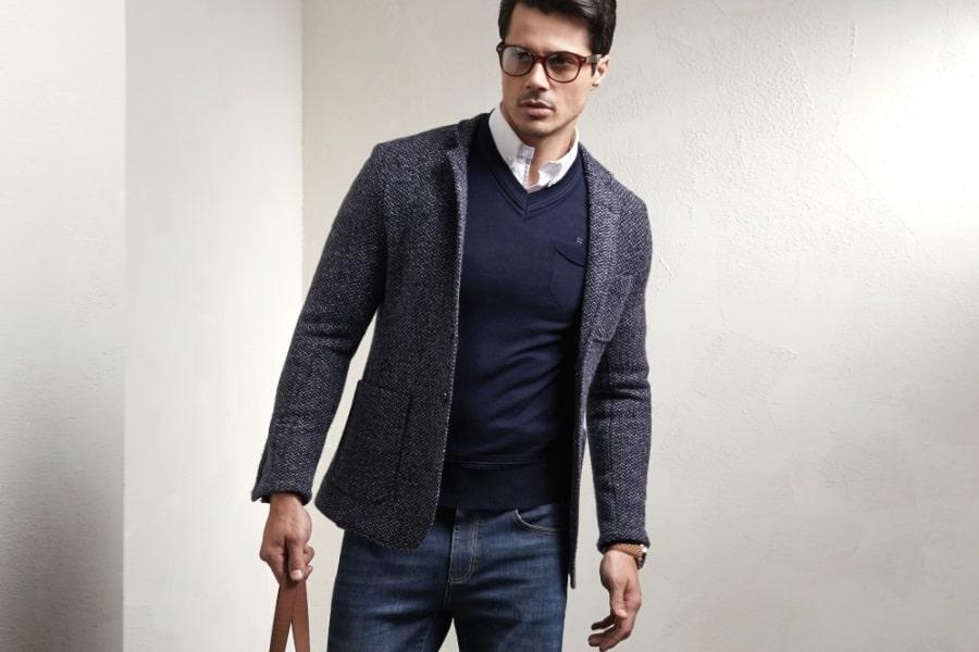 homme avec une veste bien habillé